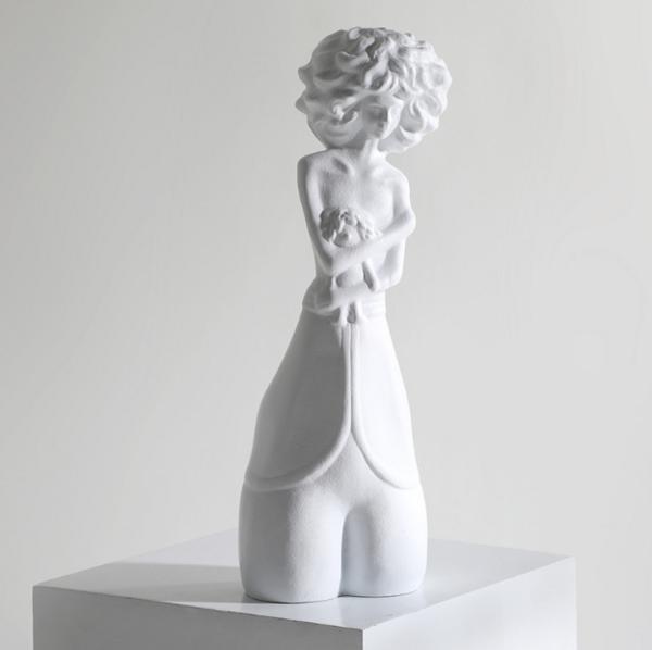北欧树脂人物雕塑摆件 样板房酒店大堂玄关白色坐姿女性人物摆设